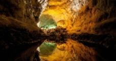 五彩岩洞图片
