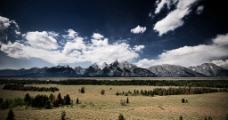 草原山脉图片