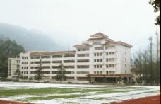 四川农业大学教学楼雪景图片