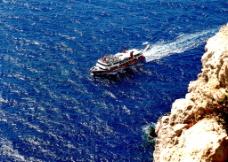 行驶的游船图片